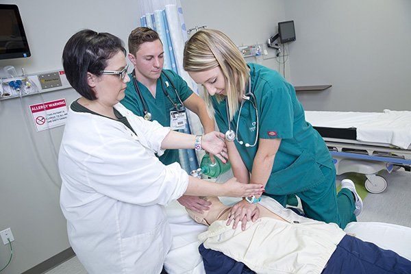 CMU nursing students in lab